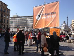 Viele Bürger_innen informieren sich kurz vor der Kommunalwahl.